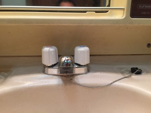 洗面台の水栓取り替え工事しました